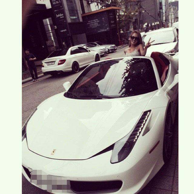 SNSD Hyoyeon Instagram sports car