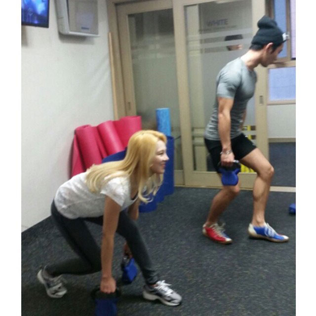 SNSD Hyoyeon Instagram fitness training