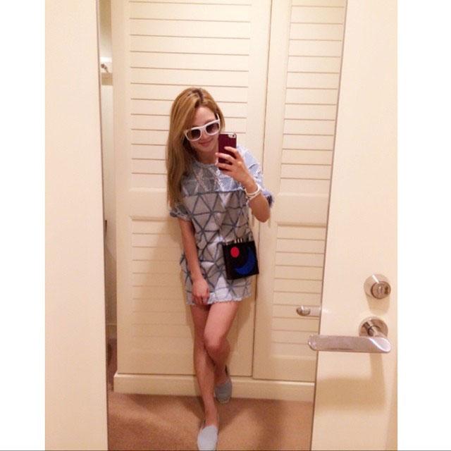 SNSD Hyoyeon Instagram mirror selca
