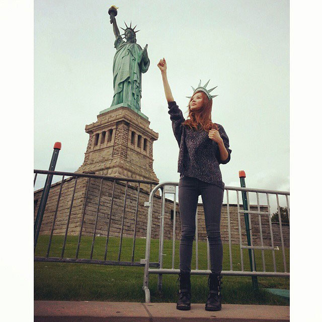 SNSD Seohyun New York Liberty Statue