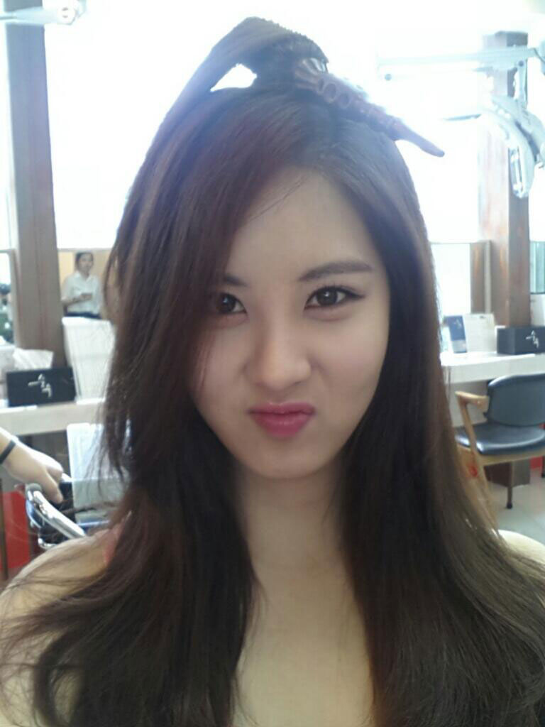 SNSD Seohyun Twitter funny hairstyle selca