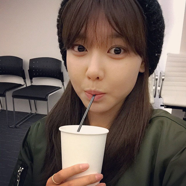 SNSD Sooyoung Instagram hot chocolate selca