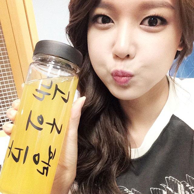 SNSD Sooyoung Instagram orange juice selca