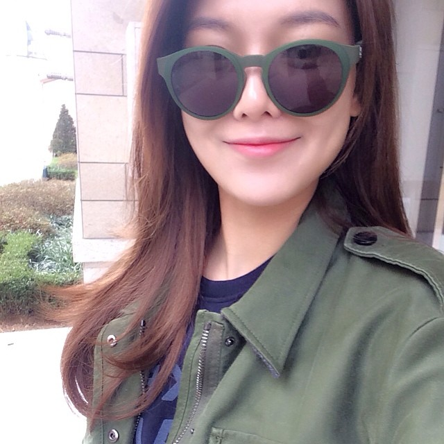 SNSD Sooyoung Instagram sunglasses selca