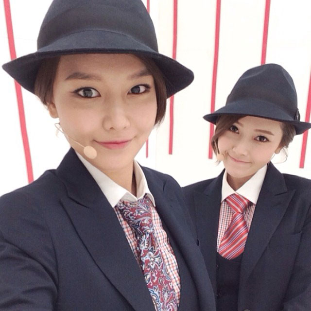 SNSD Sooyoung Jessica MrMr Instagram selca