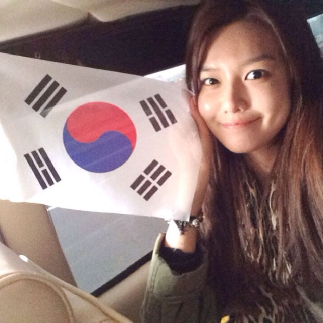 SNSD Sooyoung Instagram Korean flag selca