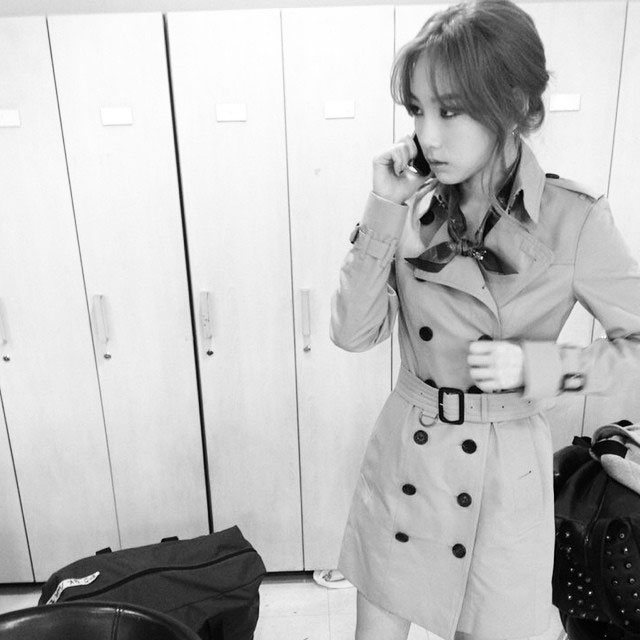 SNSD Taeyeon Instagram trench coat