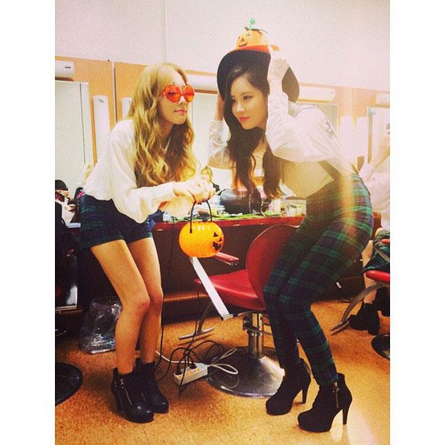 SNSD Taeyeon Seohyun Instagram Halloween