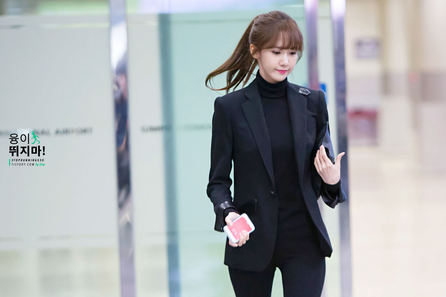 SNSD Choi Sooyoung and her airport fashion style