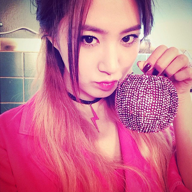 SNSD Yuri Instagram MrMr shiny apple