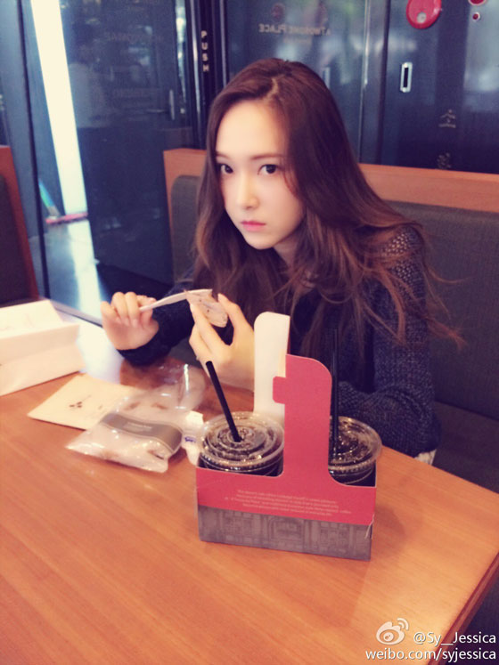 SNSD Jessica snack time Weibo update