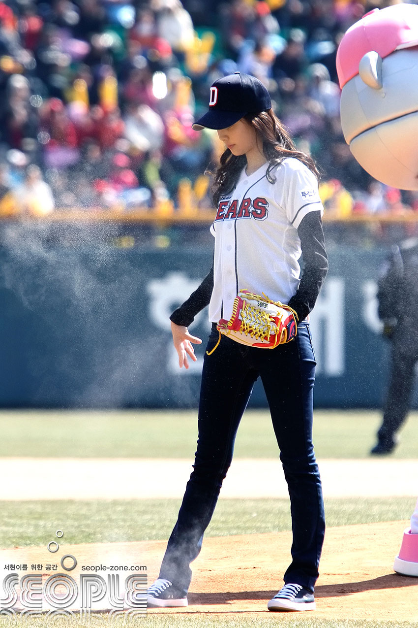 Seohyun ceremonial first pitch