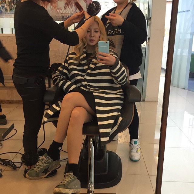 SNSD Hyoyeon hair salon selca 2015