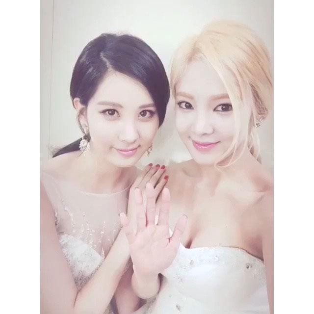 SNSD Hyoyeon Seohyun Instagram KBS selca