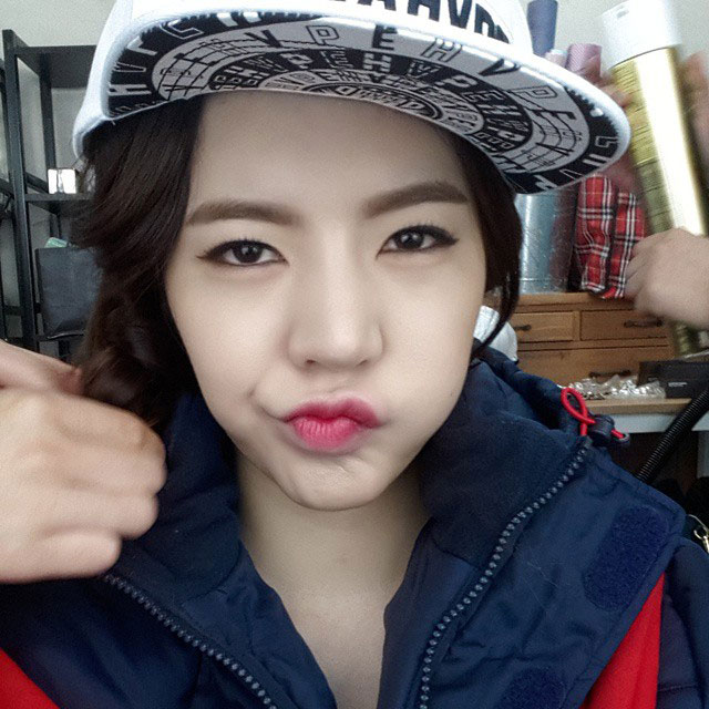 SNSD Sunny Instagram cool face selca