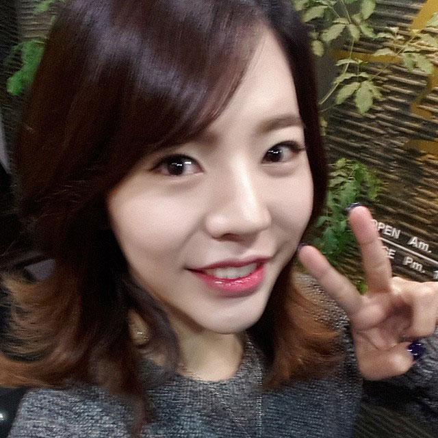 SNSD Sunny Instagram happy face selca