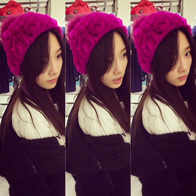SNSD Taeyeon hoodie Instagram selca