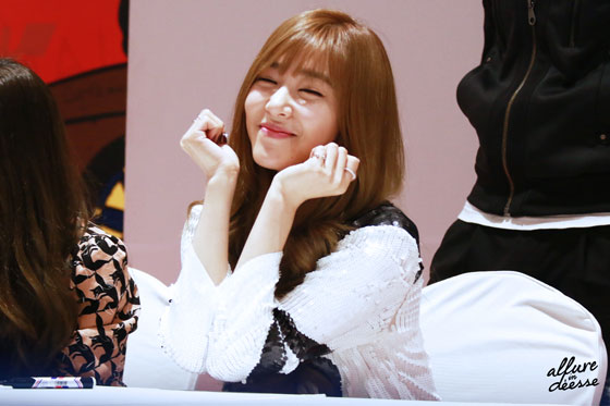 SNSD Tiffany Lotte fan signing event 2014