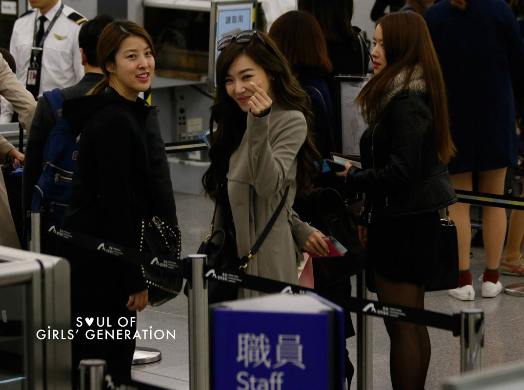 SNSD Tiffany Hong Kong Airport Fashion