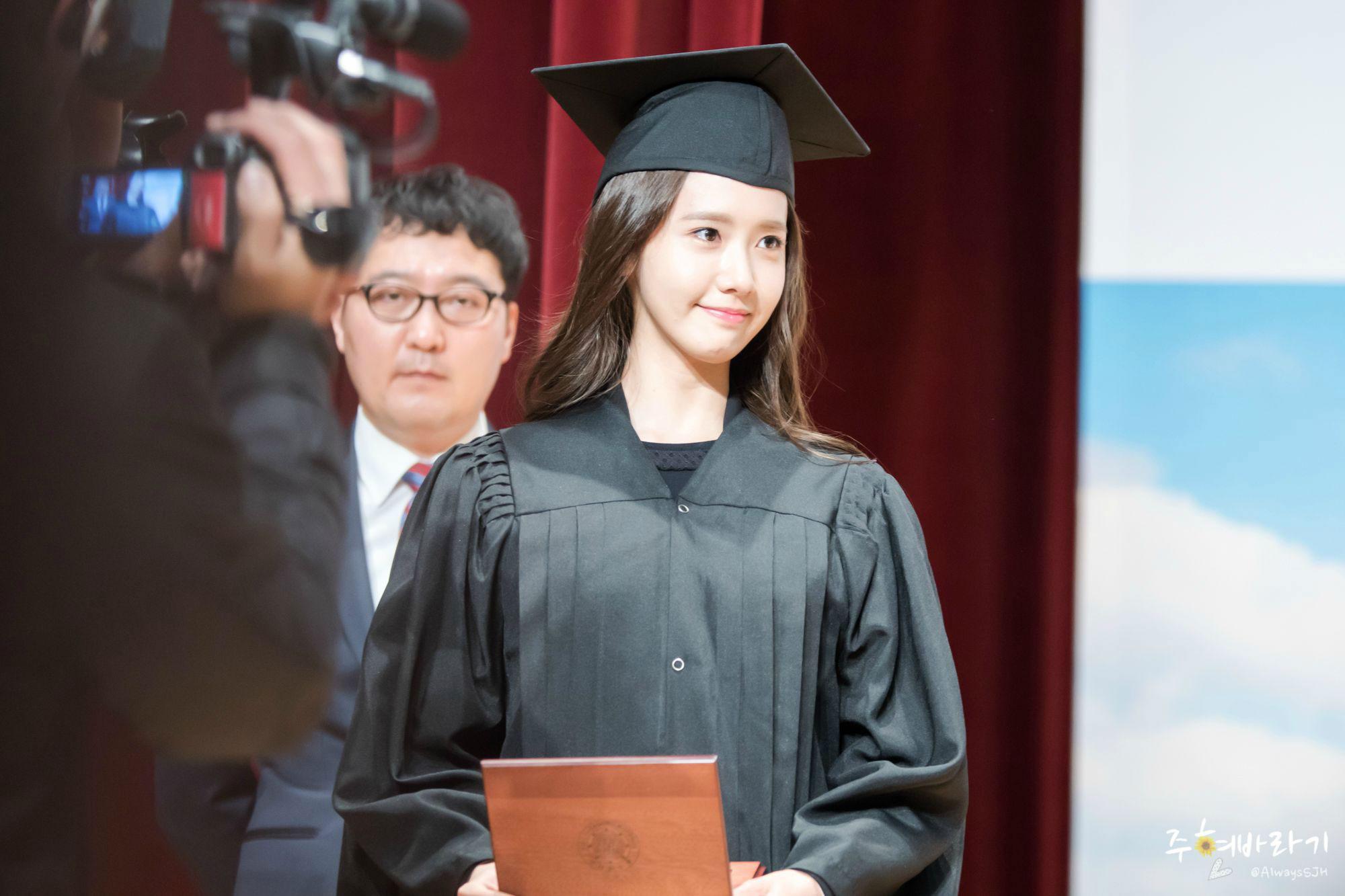 Yoona graduates from university