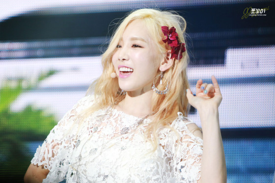 SNSD Taeyeon Party Banyan Tree showcase